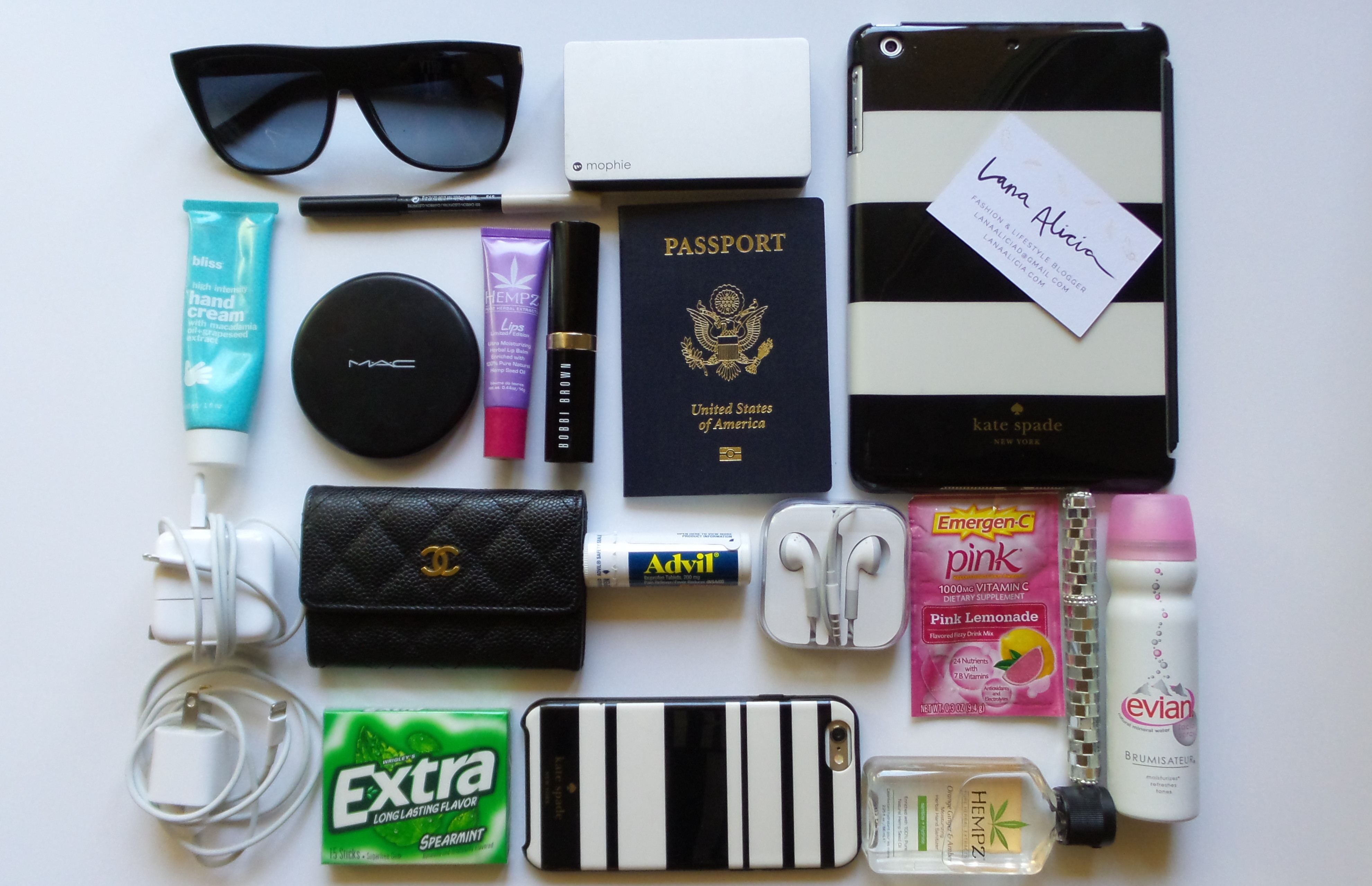 Things to Bring on an Airplane pics