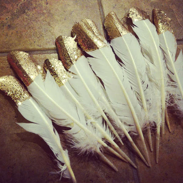 festive-feather-decor